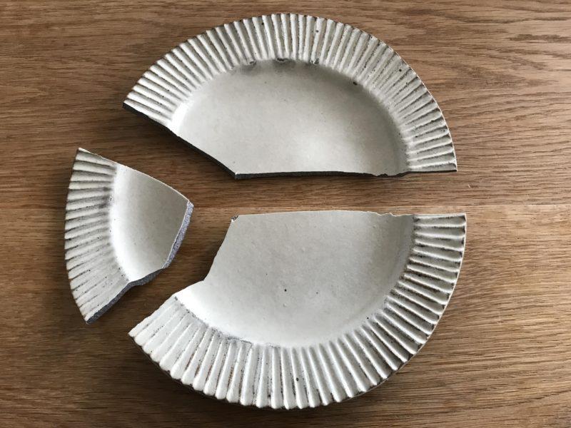 皿を割っちまった!